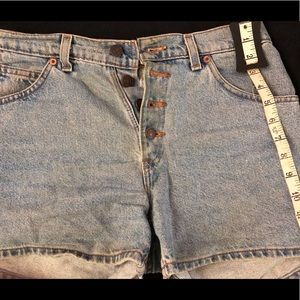 Lightly worn Levi relaxed button from shorts